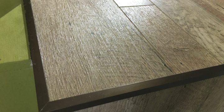 床材を守るアングルの写真